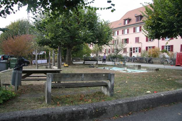 Südseitig des Hauses Hasenmattstrasse 7 - 13 liegt der idyllische Quartier(spiel)platz.