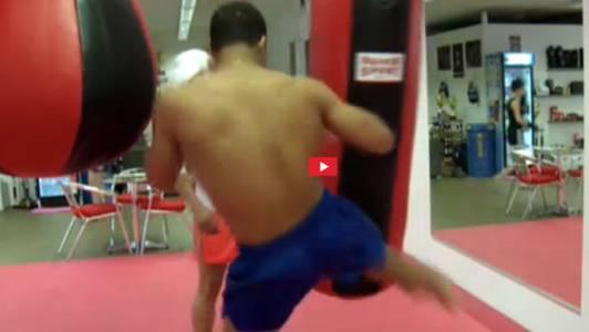 Der 17-jährige Carlos beim Thai-Boxen: «Nein, schaffen kann ich nicht, sonst kann ich nicht mehr trainieren.»
