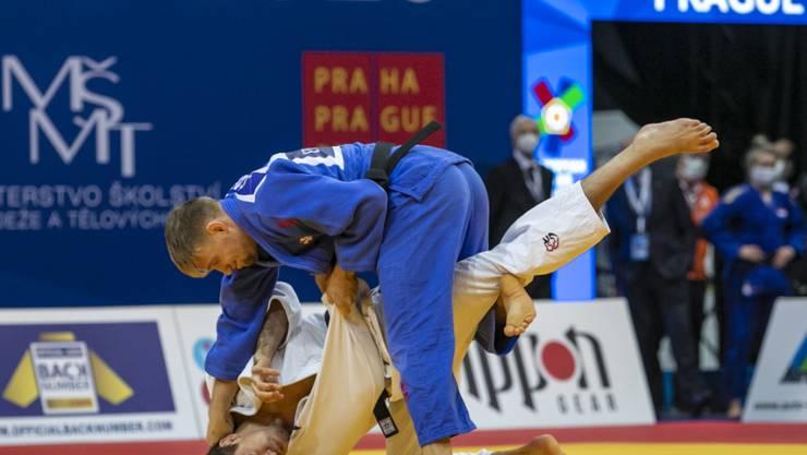 Bis zum Halbfinal sehr stark unterwegs: Nils Stump (in blau) legt den Schweden Tommy Macias auf die Matte