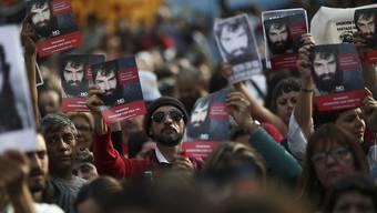"""Das Verschwinden des Aktivisten erhitzt die Gemüter in Argentinien. Tausende gingen in Buenos Aires auf die Strasse mit der Frage: """"Wo ist Santiago Maldonado?"""""""
