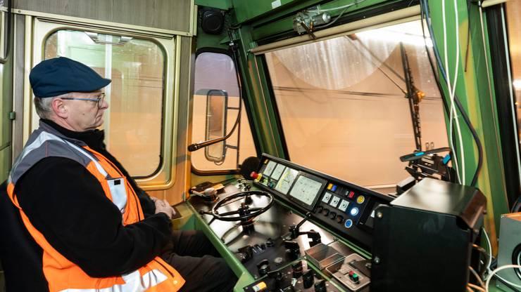 Lokführer Walter Schmid überwacht die Testfahrt.