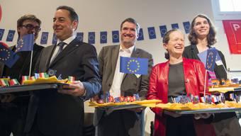 Christian Levrat (Mitte) unter EU-Exponenten, allesamt Sozialdemokraten. Das war 2014 am Europa-Fest der SP in Bern. Heute – vier Jahre später – scheint der Präsident der SP Schweiz eher auf dem EU-Rückzug.