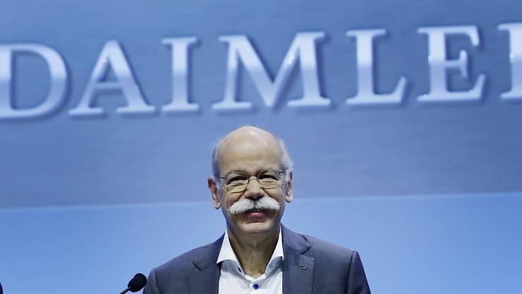 Daimler und Konzernchef Dieter Zetsche geraten in den Sog des Abgas-Skandals. (Archiv)