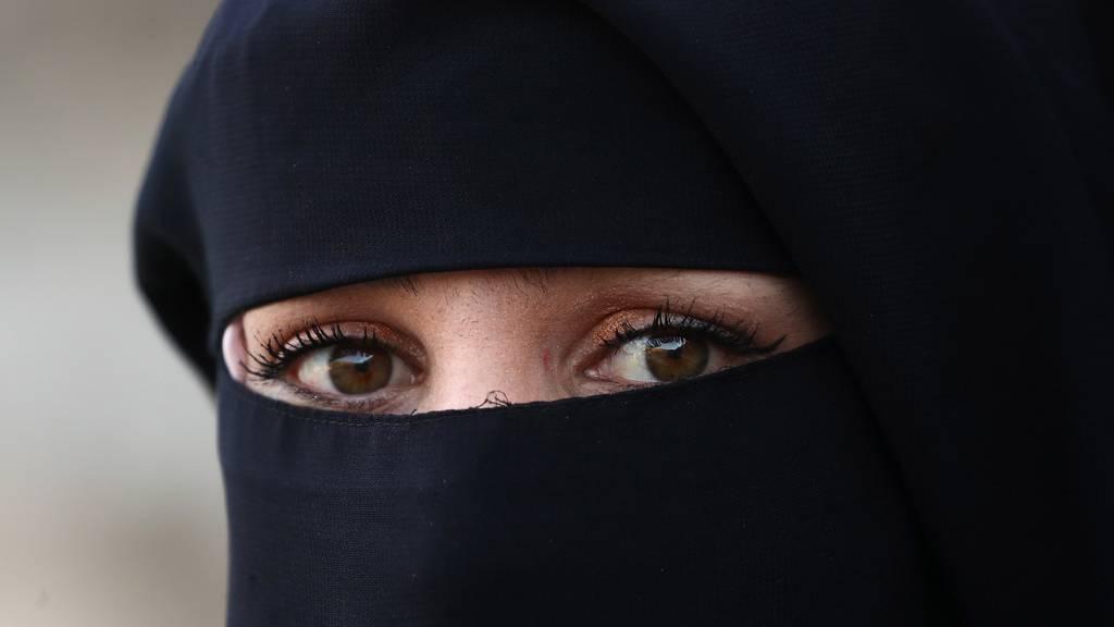 Müssen Frauen im Islam eine Burka oder einen Niqab tragen?