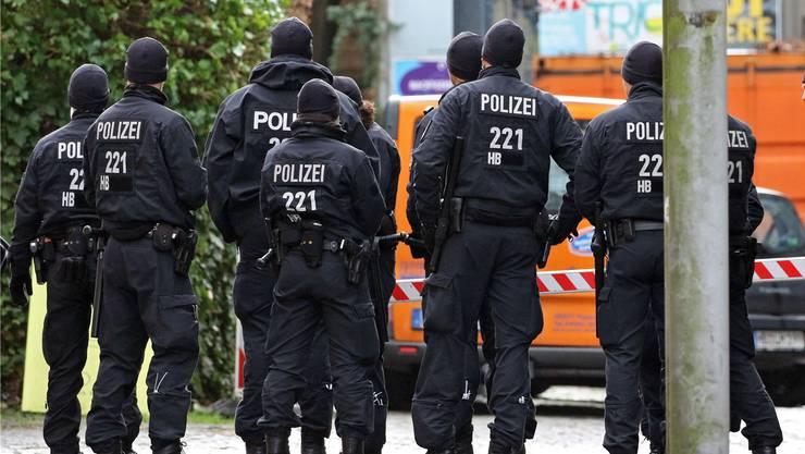 Polizisten in der Bremer Innenstadt: Hier wurde Frank Magnitz (AfD) angegriffen.