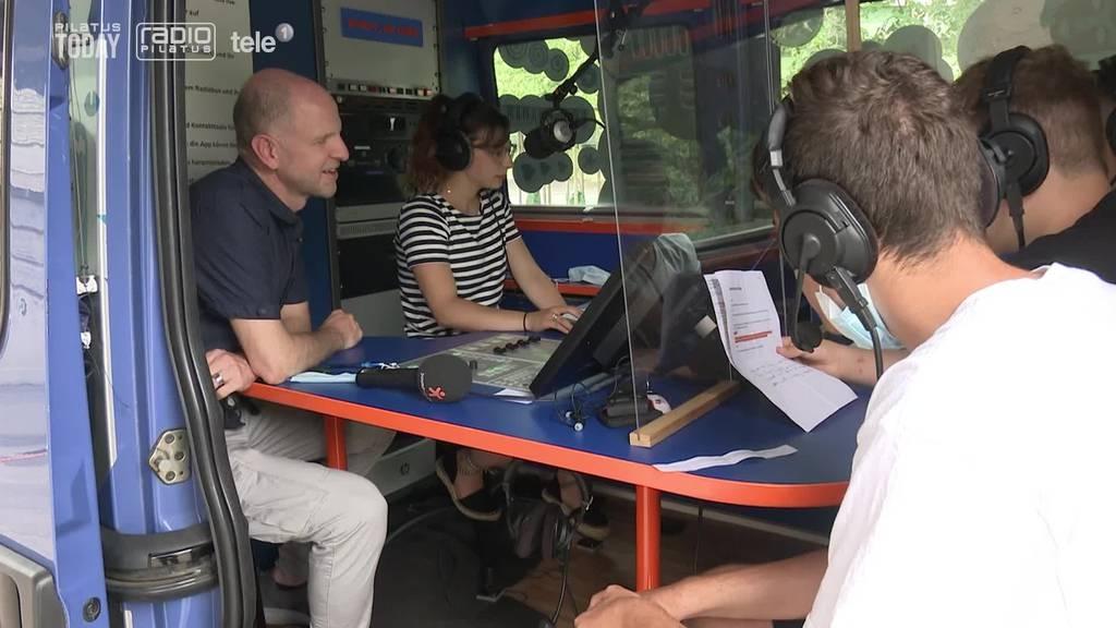Schüler gehen eine Woche mit Radiosender on Air