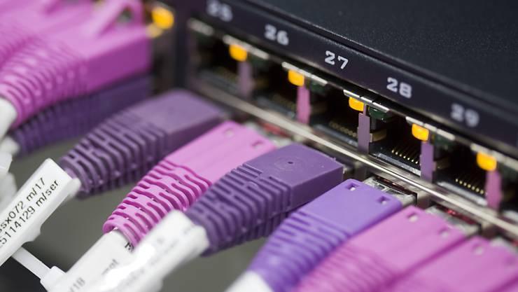Mit der Kabelaufklärung will der Nachrichtendienst des Bundes die Telekommunikationsverbindungen, welche von der Schweiz ins Ausland führen, nach definierten Stichworten durchsuchen. (Symbolbild)
