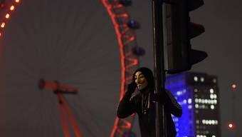 Erinnerung an Guy Fawkes: Maskenträger in London versammeln sich zur Demonstration. (Archivbild)