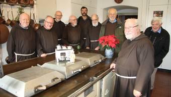 Die neun Kapuziner aus Olten an ihrer alten Wirkungsstätte.