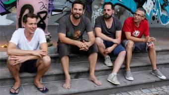 The Scrucialists: Eric Gut, Luc Montini, Simon Hänggi und Matthias Tobler (v.l.) vor dem Konzert auf der Treppe des Sommercasinos.