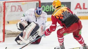Lausannes Topskorer Dustin Jeffrey findet die Lücke an Jonas Hiller vorbei zum 1:0