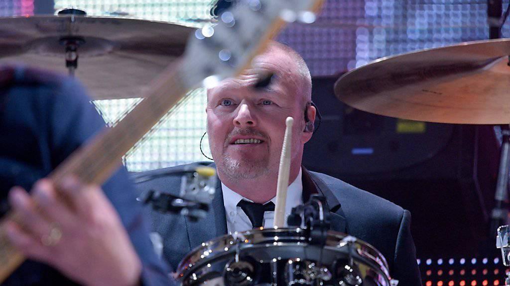 Stefan Raab als Schlagzeuger am Konzert von Udo Lindenberg in Hamburg.