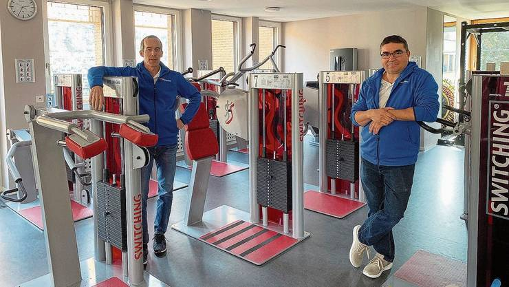 Patrick Hüsler und Sissimos Livas (r.) in ihrem momentan nicht genutzten Fitnessraum.