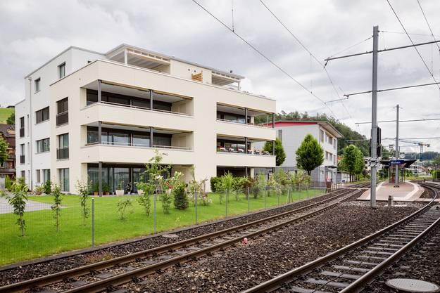 Das neue Gesicht von Muhen: Der wichtigste der vier Bahnhöfe. Daneben wurde letztes Jahr ein Mehrfamilienhaus gebaut.