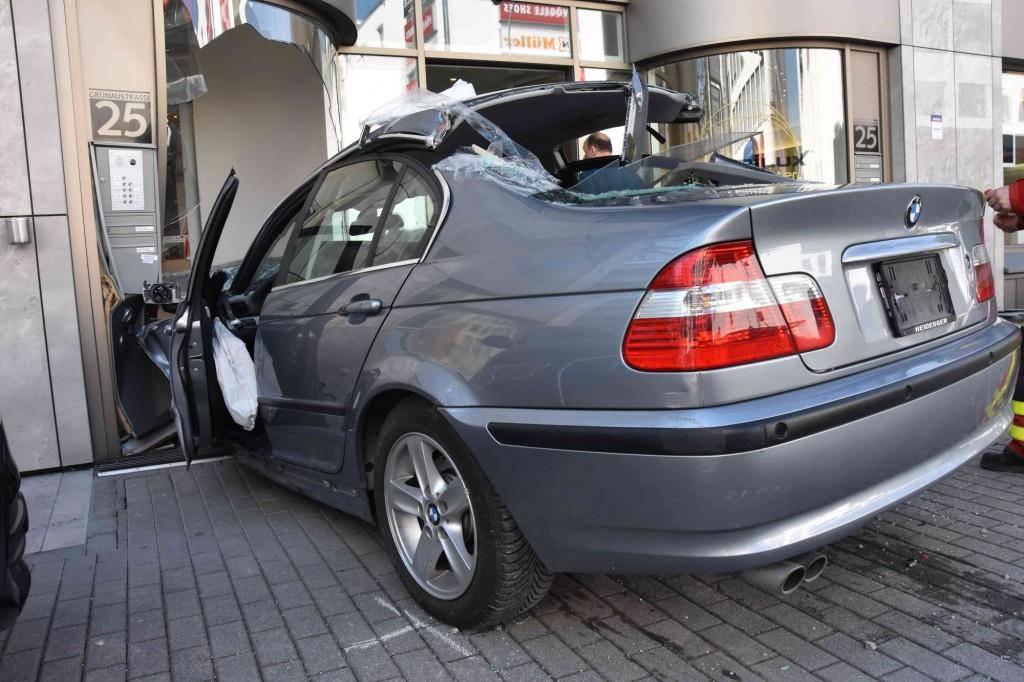 Eine 86-jährige Frau verlor in Buchs die Kontrolle über ihr Auto. (© Kapo SG)