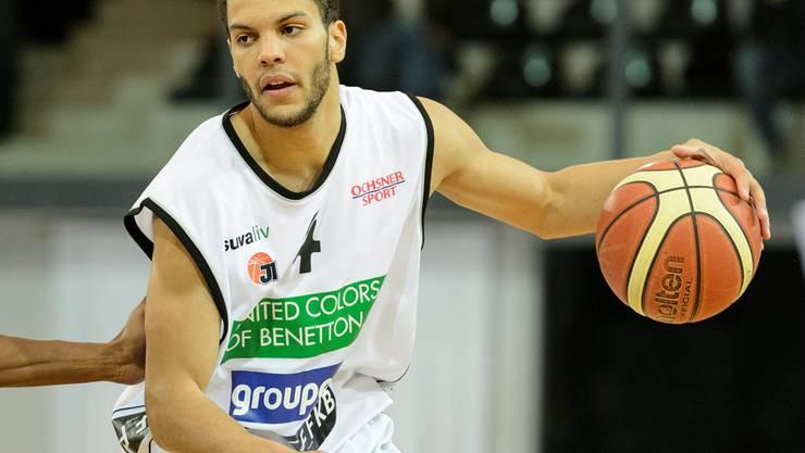 Der Schweizer Nationalspieler Jonathan Kazadi von Fribourg Olympic wird in der CIS-Halle spielen.