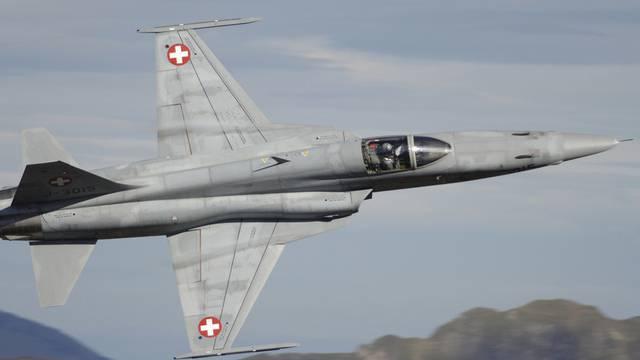 Das Parlament will neue Kampfflugzeuge beschaffen, ohne das Volk zu befragen.