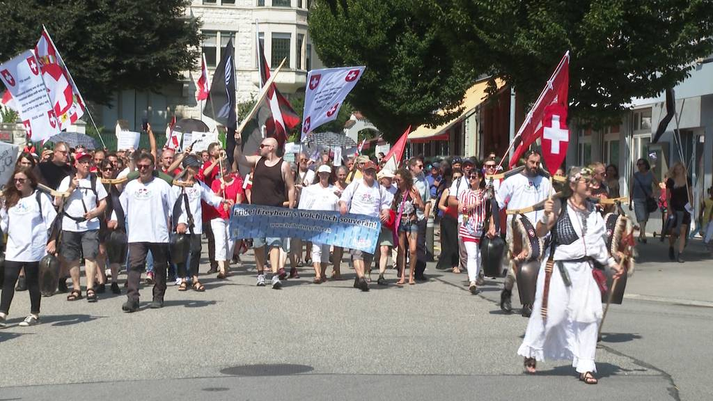 Protest: Corona-Massnahmen-Kritiker ziehen durch Olten