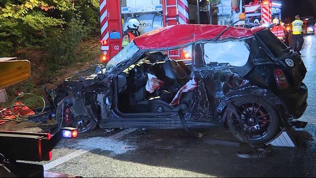 So waren sie etwa bei der Bergung des Unfallautos beteiligt: Im September starben zwei Personen nach einem Autounfall zwischen Gretzenbach und Kölliken.