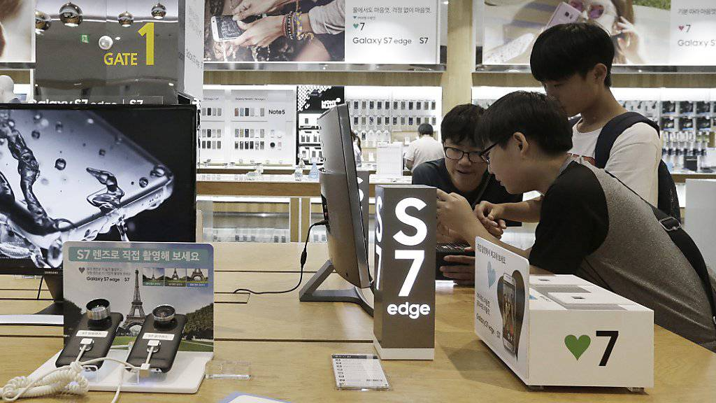 Samsung-Laden in Seoul: Das neue Smartphone Galaxy S7 verhalf Samsung zu einem erneuten Umsatzwachstum. (Archivbild)