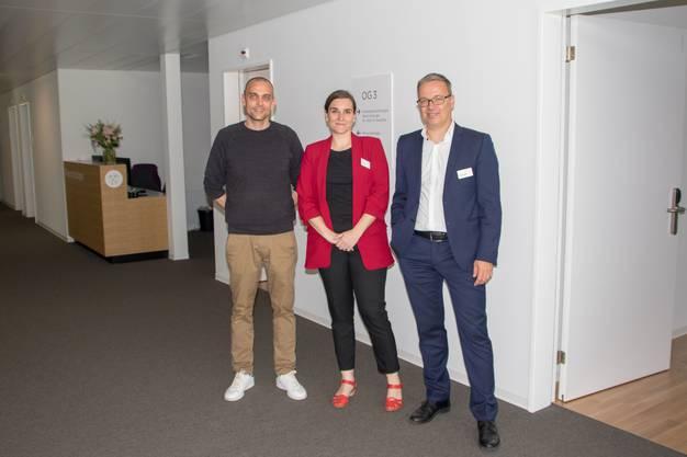 Von links: Corsin Kohlbrenner (Projektleiter Bau), Beatriz Greuter (Direktorin Hirslanden Klinik Birshof), Daniel Hauswirth (Leiter Immobilien)
