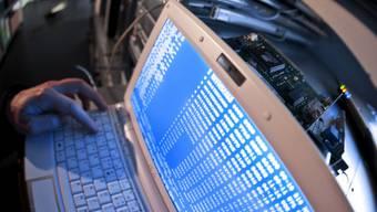 Der Russe soll Kreditkartennummern gestohlen haben (Symbolbild)