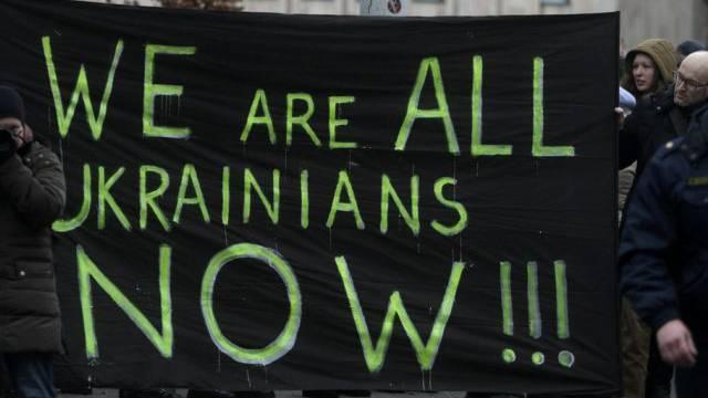 Protest vor der russischen Botschaft in Lettlands Hauptstadt Riga