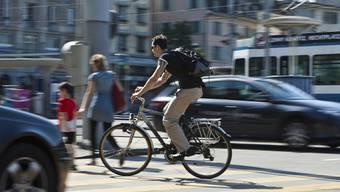 In Grenchen wird die Beteiligte einer Kollision zwischen einem Fahrrad und einem Personenwagen gesucht. (Symbolbild)