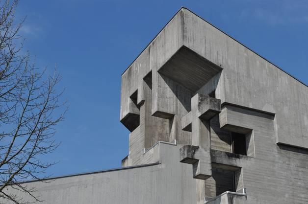 In Bettlach ist es die Pfarrkirche St. Klemenz, die zwischen 1966 und 1969 gebaut wurde. Architekt Walter Maria Förderer schuf ein Kirchenzentrum von internationalem Rang. Führungen am Sonntag ab 11 Uhr.