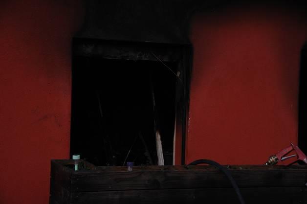 """In dieser Wohnung brach der Brand aus: Sie befindet sich neben der """"Grill Bar Aarhof"""", im selben Gebäude, der vor einigen Jahren umgebauten Kegelbahn des Restaurants Aarhof."""