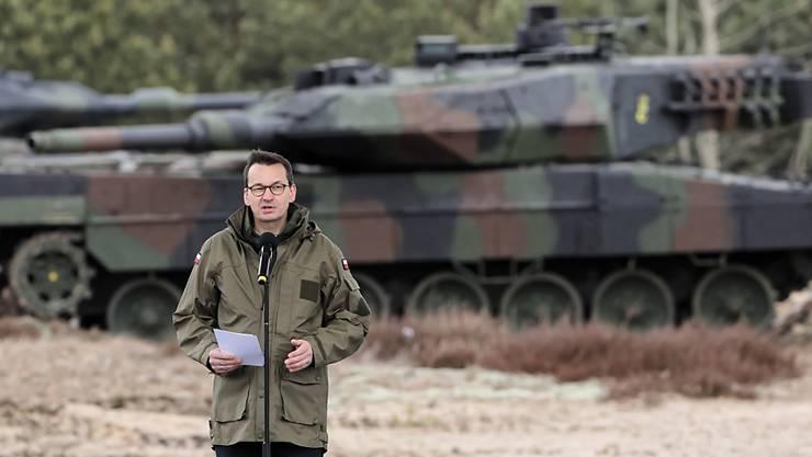 Der polnische Ministerpräsident Mateusz Morawiecki hielt am Sonntag bei der Zeremonie zu 20. Jahrestages des Nato-Beitritts von Polen, Tschechien und Ungarn in Warschau eine Rede. Die erste Panzerbrigade der polnischen Armee präsentierte dabei ihre Fahrzeuge.