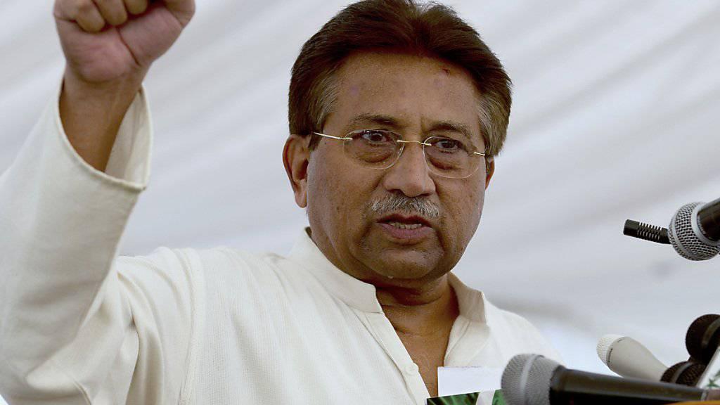 Ex-General Musharraf hat Pakistan für eine medizinische Behandlung in Dubai verlassen. Dafür benötigte der wegen Hochverrat angeklagte ehemalige Machthaber eine Sondergenehmigung. (Archivbild)