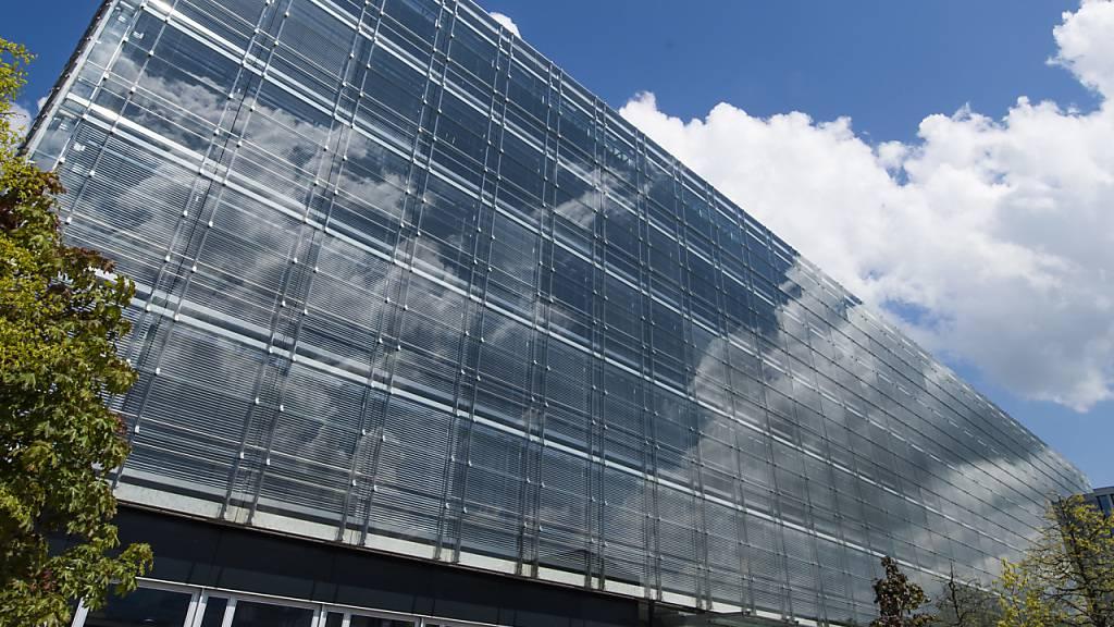 Ein Bürogebäude in Zug: Die Zahl der Beschäftigten ist in den letzten Jahren stark gestiegen. (Archivaufnahme)