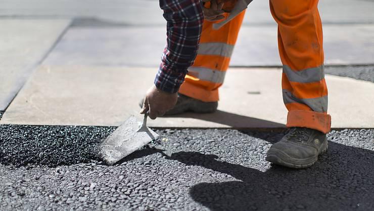 Bei einem tragischen Arbeitsunfall am Donnerstagmorgen verlor ein Arbeiter sein Leben (Symbolbild).