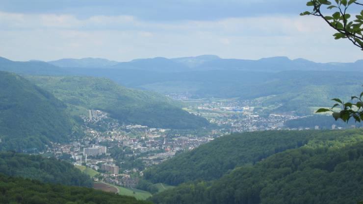 Dies ist der Blick auf unsere Kantonshauptstadt Liestal, wo jetzt der neue Stadtpräsident LUKAS Ott regieren wird. Also alles GUTE.