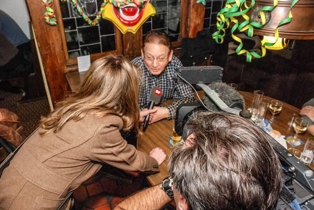 SRF war diese Woche nicht zum ersten Mal im «Leue»: 2010 wurde Gemeindeammann Kurt Kaufmann während der Meitlitage interviewt (Bild). Heidi und Christian Eichenberger bieten seit 1986 gutbürgerliche Küche. Im September feiern sie ihr 30-Jahr-Jubiläum.