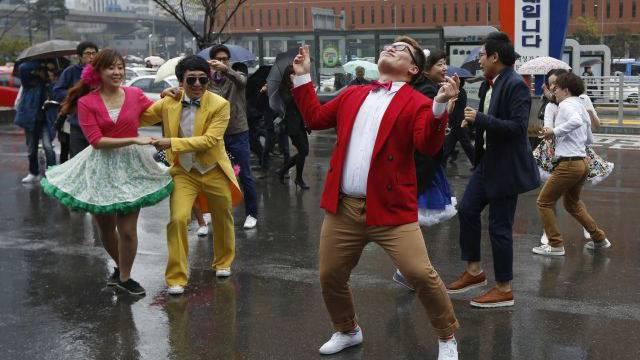Der «Gangnam-Style» hat sich vom Jux zur Protestform entwickelt: Südkoreaner demonstrieren für Frieden.