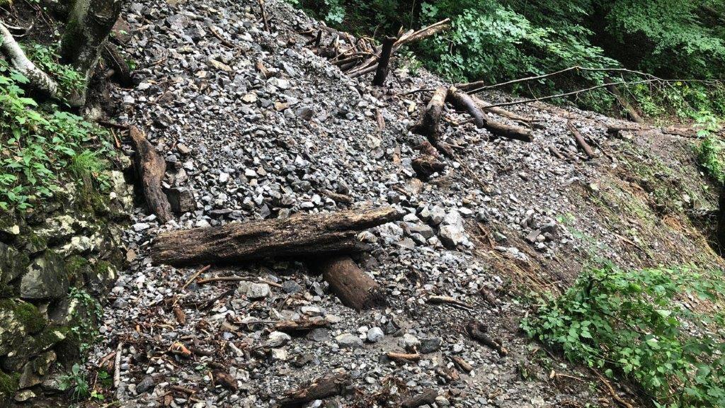 Beliebter Wanderweg im FM1-Land ist nach Erdrutsch gesperrt