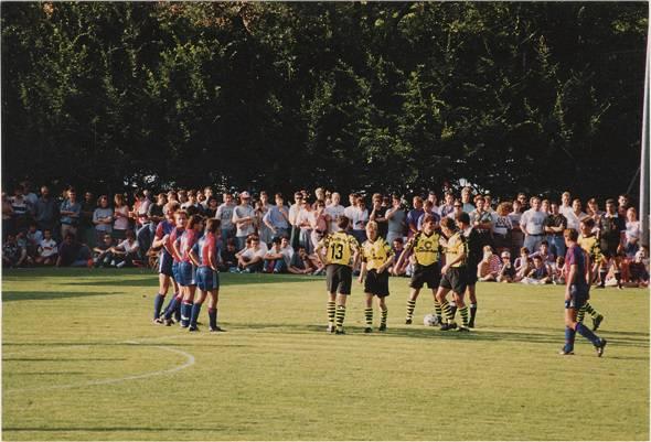 Im Jahr 1992 war Borussia Dortmund für ein Testspiel gegen den FCB in Gelterkinden zu Gast.