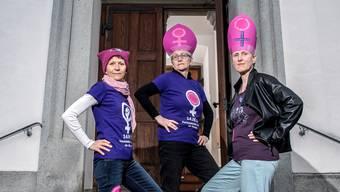 Für mehr Frauenrechte in der katholischen Kirche (von links): Heidi Behringer-Bachmann vom Aargauischen Katholischen Frauenbund, Vroni Peterhans vom Schweizerischen Katholischen Frauenbund und Andrea Birke vom Aargauer Streikkomitee.