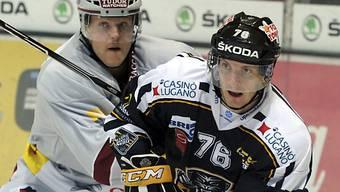 Luganos Domenichelli (rechts) im Zweikampf mit Daniel Vukovic