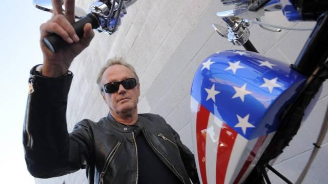"""Fonda auf einer Nachbildung seines """"Easy-Rider""""-Choppers (Archiv)"""