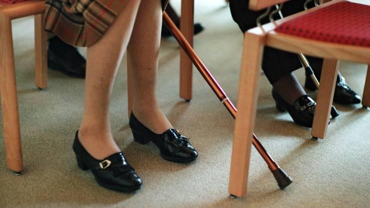 Viele AHV- und IV-Rentnerinnen und -Rentner sind auf Ergänzungsleistungen angewiesen, insbesondere Personen in Heimen. (Symbolbild)