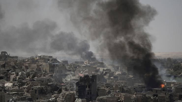 Ruhe ist noch nicht eingekehrt in Mossul: Rund um die Stadt kämpfen irakische Soldaten weiter gegen die Terrormiliz Islamischer Staat.