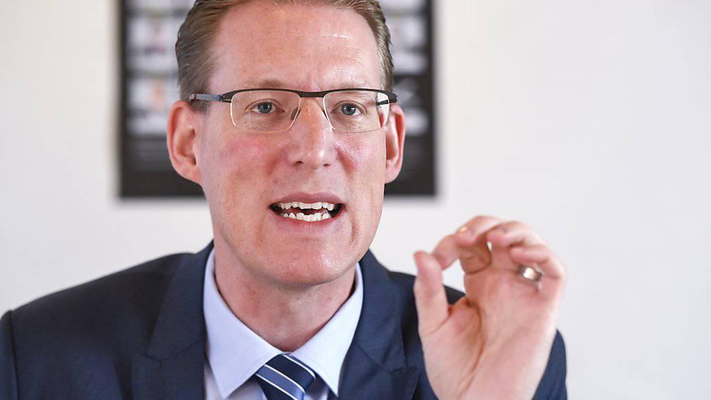 Travail.Suisse-Präsident und SP-Nationalrat Adrian Wüthrich warnt beim Vorstellen der Managerlohn-Studie in Bern vor einem nächsten «Boni-Rausch».