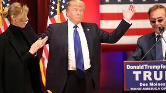 Trump gewinnt neben Sanders wie erwartet die Vorwahlen in New Hampshire.