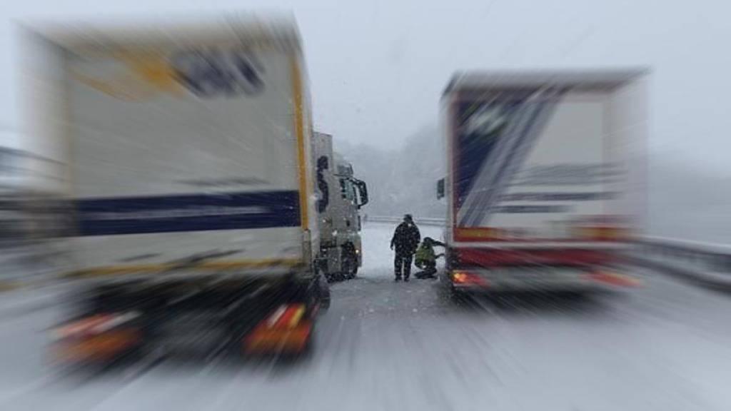 A13 in Graubünden wegen Schnees gesperrt - «prekäre Situation»