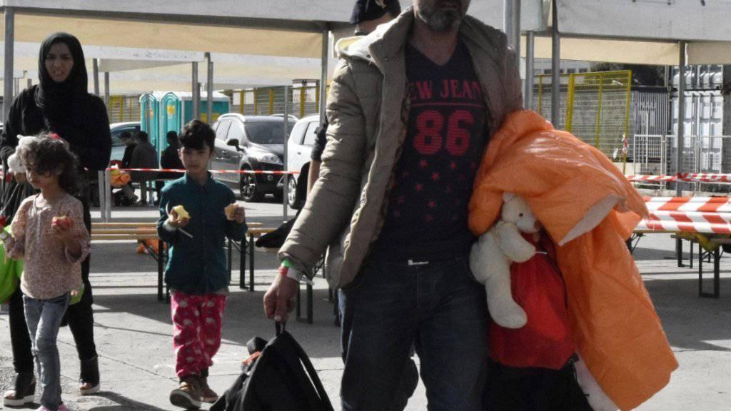 Die Heimat verlassen: Im zu Ende gehenden Jahr haben 350'000 Flüchtlinge die EU erreicht. (Archivbild)
