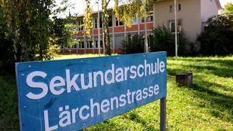 Auch die Sekundarschulanlage Lärch in Münchenstein geht in den Besitz des Kantons Baselland über.