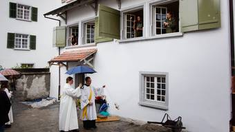Das frisch renovierte Pfarrhelferhaus in Bremgarten wurde am Samstag eingeweiht und gesegnet.